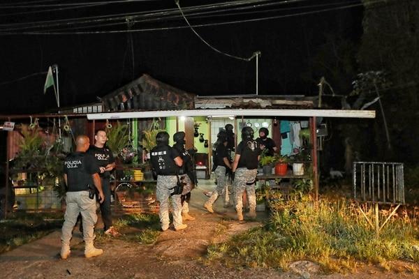 En Matina fueron detenidos un hombre de apellidos Campos Ruiz, de 22 años y una mujer, Vaciana Valverde, de 47 años. Foto: John Durán