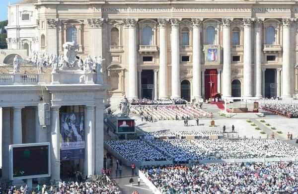 La plaza de San Pedro fue el escenario de la homilía donde se declaró beato a Pablo VI.