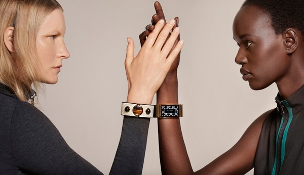 La industria espera que el año 2015 se viva una explosión en la comercialización de los dispositivos como las pulseras y los relojes inteligentes.
