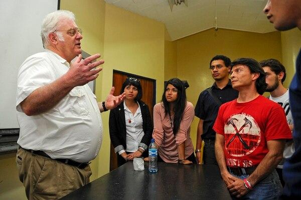 Robert B. Laughlin, Premio Nobel de Física 1998, presentó la primera de tres conferencias en Costa Rica ante un grupo de estudiantes. | MAYELA LÓPEZ