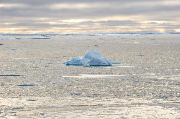 El Ártico podría vivir un primer verano sin hielo a partir de 2035, según lo publicado el mes pasado por investigadores en Nature Climate Change. / AFP