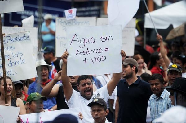 La falta de agua potable, así como el reclamo de mejores caminos, fueron motivos de la protesta en Guanacaste. | MARCELA BERTOZZI/ARCHIVO.
