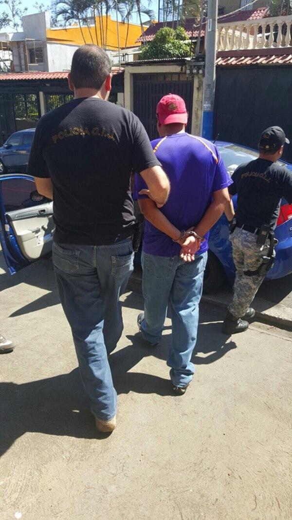 El sospechoso se apellida Oconitrillo y tiene 31 años. Él es señalado por el delito de difusión de pornografía infantil.   OIJ PARA LA NACIÓN.