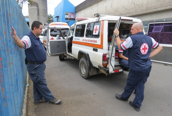 Los socorristas se mostraron consternados al saber que, pese a los esfuerzos, no se pudo salvar la vida del menor.