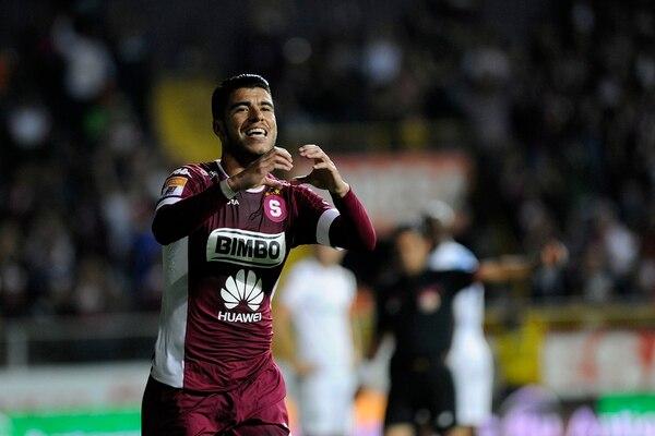 El volante Ulises Segura puso en ventaja a Saprissa ante San Carlos a los once minutos de juego.