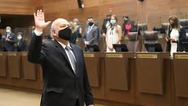 Diputados juramentan a Orlando Aguirre para quinto periodo como magistrado
