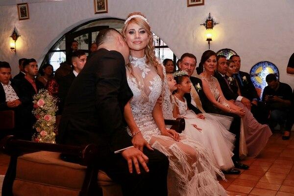 La pareja vivió momentos muy emotivos en el corolario del enlace. Foto Lilliam Arce/Para GN