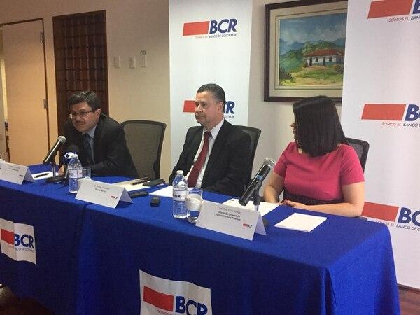 Marco Hernández, interventor; Douglas Montero; gerente a.í. del BCR y Rosy Durán, gerente corporativa de Finanzas del BCR anunciaron este 11 de setiembre los pasos para la absorción de Bancrédito. Foto: Óscar Rodríguez