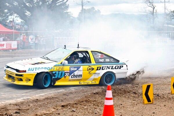 El piloto Diego Acuña ganó la segunda fecha del Campeonato Nacional de Drift, en su Toyota Corolla, en el Parque Viva