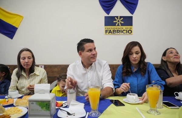 El oficialista Carlos Alvarado gana elección presidencial de Costa Rica