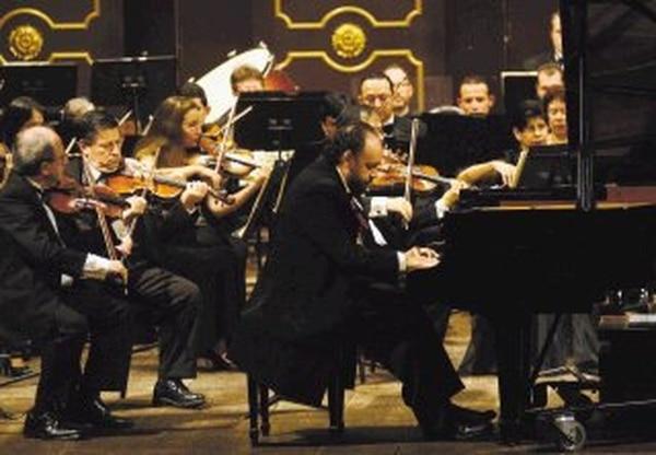 El pianista Jacques Sagot interpretará y comentará con el público obras de varios compositores reconocidos. Archivo