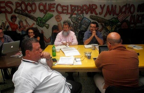 La bancada del Frente Amplio se reunió este viernes para entre otros temas, hacer un balance sobre su alianza con el Gobierno. A la cita acudió el excandidato presidencial, José María Villalta.