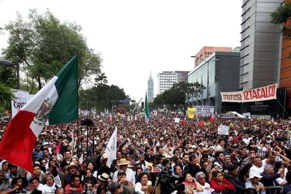 Miles de manifestantes tomaron las calles en protesta contra las reformas impulsadas por el presidente de México, Enrique Peña Nieto.