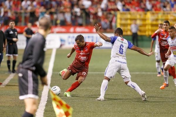 En la actual temporada Luis González suma 14 goles y es una de las figuras más desequilibrantes del equipo sancarleño. Jugará su tercera final de Ascenso. Fotografía: Albert Marín.