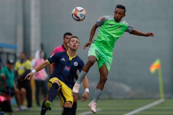 Miguel Tercero (verde) fue el autor del único gol del partido entre Limón y Santos. Fotografía José Cordero