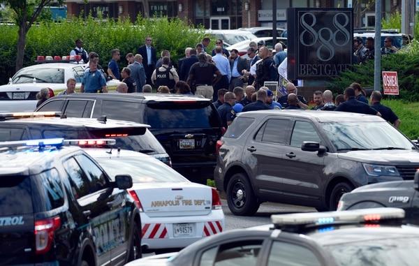 La Policía resguardó la escena del tiroteo en Annapolis, Maryland, el 28 de junio del 2018. Foto: AP