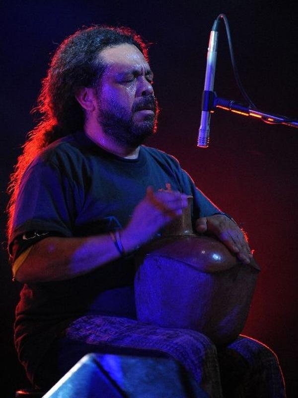 Lenín Fernández en un concierto de Alux Nahual, realizado en la Torre Geko en Plaza Real Cariari, el 30 de agosto del 2008. Foto: Jorge Castillo.