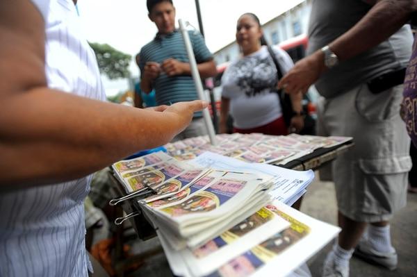 Los vendedores de lotería tendrán hoy una manifestación frente a las oficinas de la Junta de Protección Social (JPS) en San José.   ARCHIVO.
