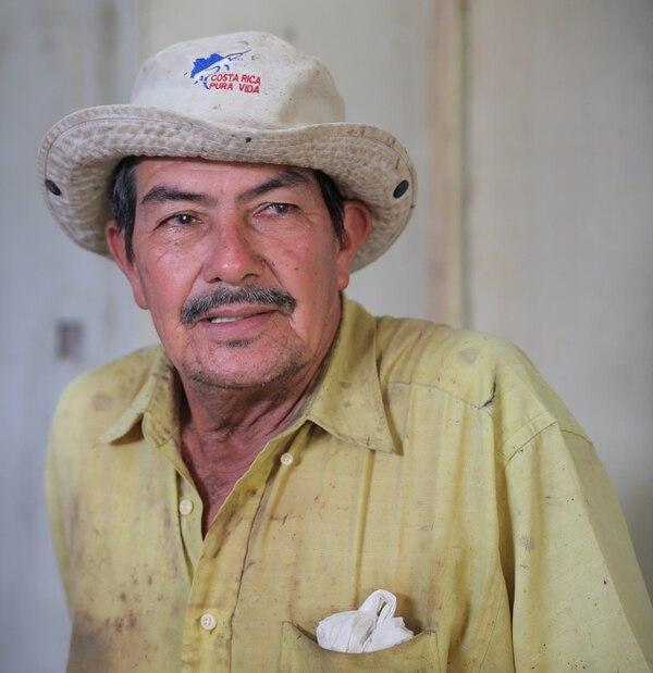 Rodrigo Calderón Ríos tiene 68 años. Nació en San Pedro de Turrubares cuando no había ni electricidad ni agua potable. Ha dedicado muchos años al trabajo de campo; también fue policía. Él sueña con ver más fuentes de empleo en el cantón y las vías en buen estado. JEFFREY ZAMORA
