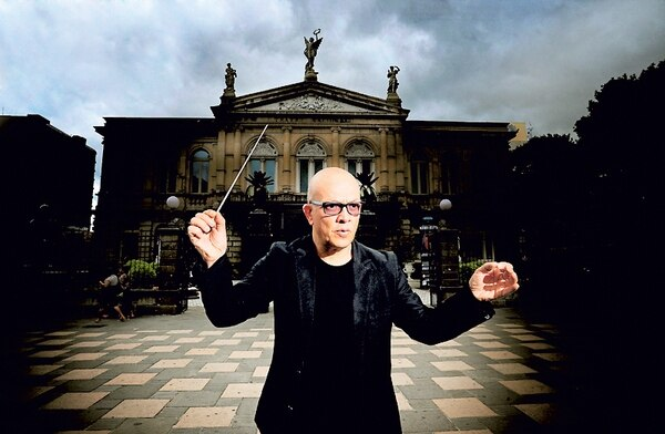 Eddie Mora, director de la Orquesta Sinfónica de Heredia. John Durán