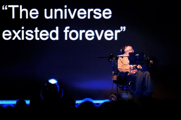 (FILES) In this file photo taken on September 23, 2014, British theoretical physicist professor Stephen Hawking gives a lecture during the Starmus Festival on the Spanish Canary island of Tenerife. Renowned British physicist Stephen Hawking, whose mental genius and physical disability made him a household name and inspiration across the globe, has died at age 76, a family spokesman said on March 14, 2018. / AFP PHOTO / DESIREE MARTIN