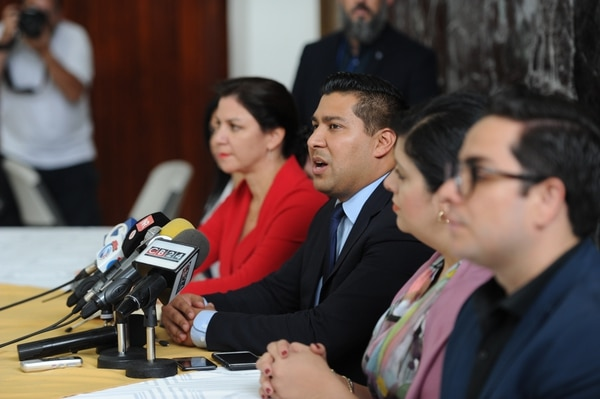 Ministro de Trabajo alegó razones de seguridad para justificar el traslado al Colegio de Abogados. Fotos Melissa Fernández