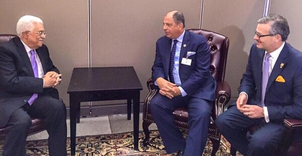 El presidente Luis Guillermo Solís y su canciller, Manuel González, se reunieron este 28 de setiembre con el presidente de Palestina, Mahmoud Abbas. La cita tuvo lugar en Nueva York, Estados Unidos, en el marco de la Asamblea General de la Organización de Naciones Unidas.