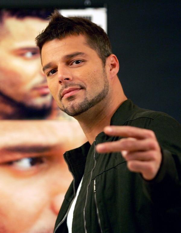Juanes y Ricky Martin envían emotivas cartas a sus hijos