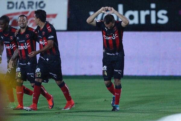 Kenner Gutiérrez marcó el segundo gol de Alajuelense ante la UCR FC