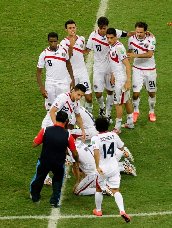 Costa Rica finaliza su labor en Brasil 2014, luego del dramatismo de los penales con Holanda. Hay dolor y resignación en los rostros ticos. | AP