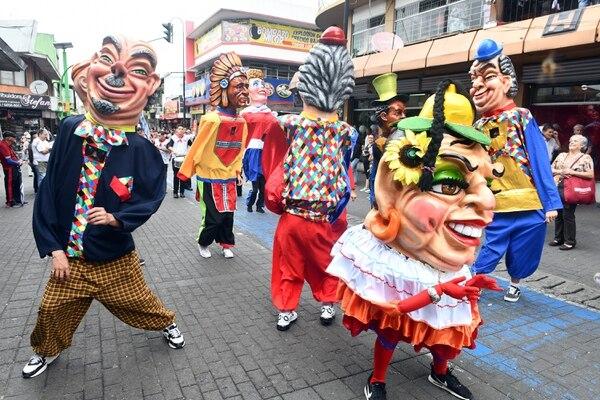 Caras conocidas y personajes de leyenda protagonizaron las representaciones. Foto de Jorge Castillo
