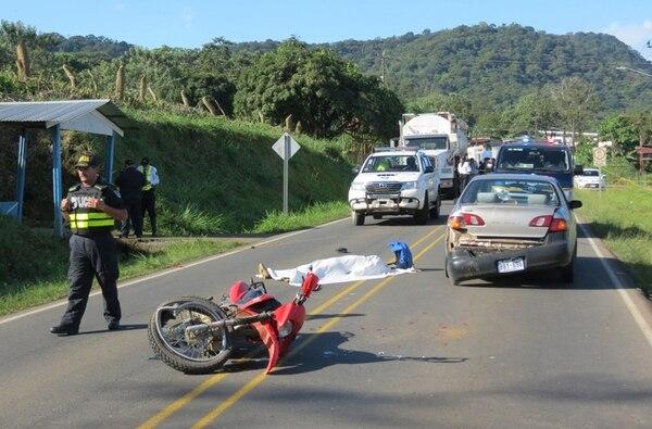 El accidente donde falleció el motociclista José Manuel Barquero generó presas de varios kilómetros.   EDGAR CHINCHILLA