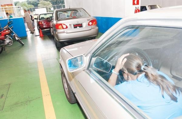 Aresep volvió a rechazar un reajuste del 174% en las tarifas que cobra Riteve por la revisión técnica vehicular, ante la falta de metodología para realizar el cambio. La empresa anunció que insistirá en el reajuste.