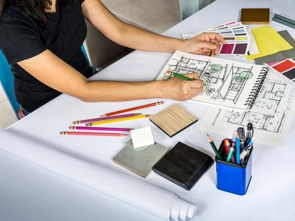 diseñadores de interiores y decoradores cumplen funciones