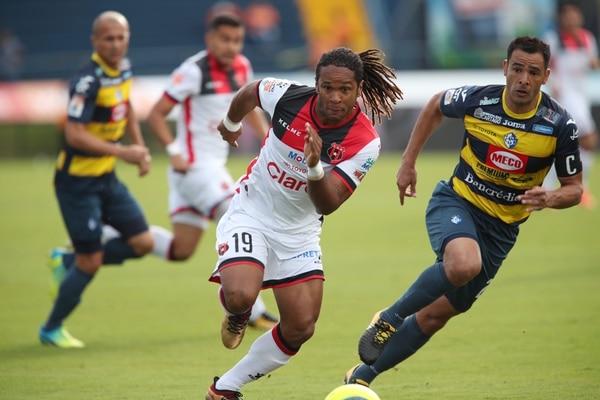 Alajuelense quería un socio de ataque para Jonathan McDonald y fichó a Róger Rojas; ahora busca otro delantero como relevo de ellos. Fotografía: John Durán
