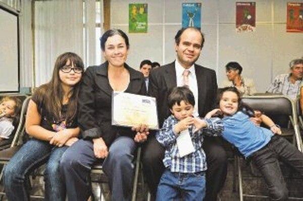 Ramírez asistió a la premiación junto con su esposa, Vilma Aguilar, y sus hijos Silvia, Julián y Lucía. | ALONSO TENORIO