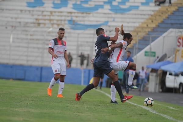 A Jonathan McDonald le hicieron una marcación fuerte. Fotografía: Víctor Rodríguez / LDA