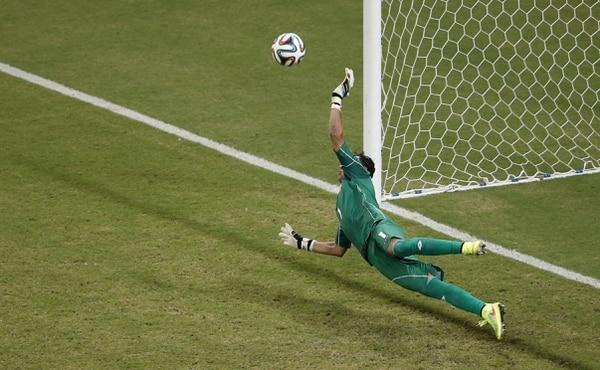 Keylor Navas detuvo un gol de los griegos.