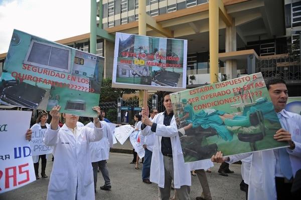 Los sindicatos médicos se oponían a la iniciativa de ley.   ARCHIVO.