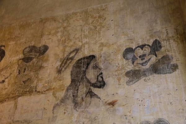 Algunos de los grafitis plasmados originalmente por los privados de libertad fueron rescatados. Fotos: Mayela López.