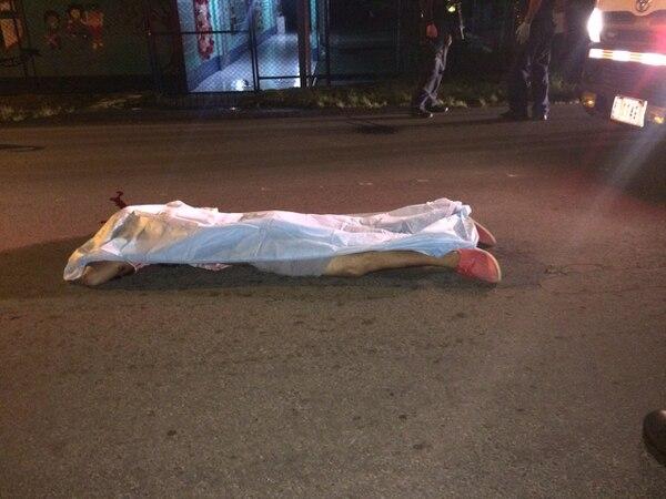 Un joven de apellido Scarlett murió luego de recibir al menos cuatro balazos.