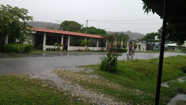 A las 4 p. m. en Palmar Norte de Osa, caía una lluvia intermitente. El IMN prevé que de aquí al jueves prevelezcan condiciones lluviosas.
