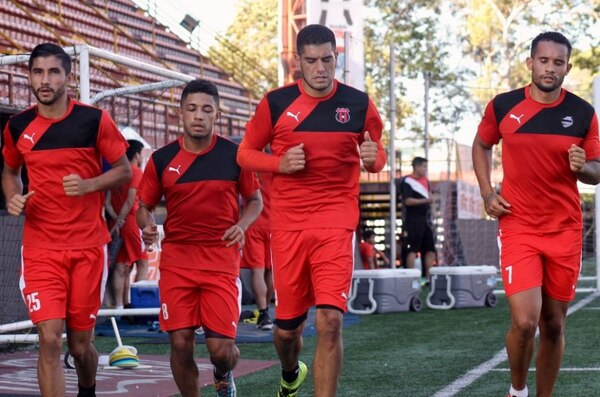 Luis Sequeira, Luis Miguel Valle, Nino Rojas e Iago Soares en la práctica matutina de Alajuelense.