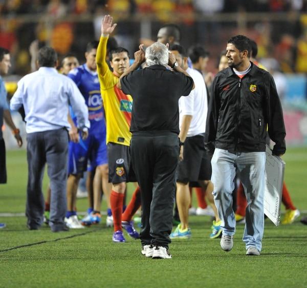 Odir Jacques le hace un gesto que generó polémica con Yosimar Arias.