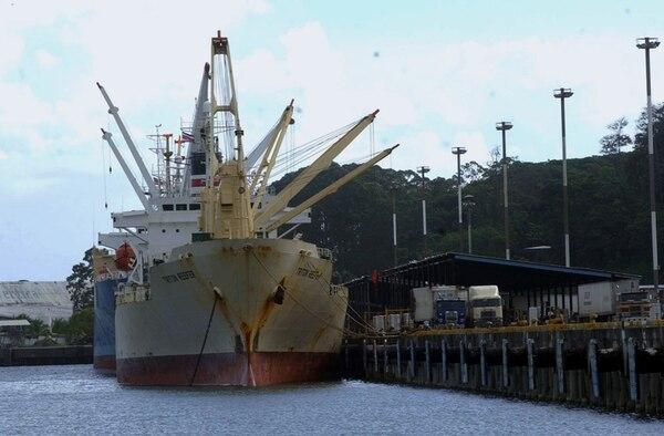 Más del 80% de las mercancías de exportación se mueven por Limón. Moín (en la foto) será uno de los principales rivales de APM Terminals   ARCHIVO