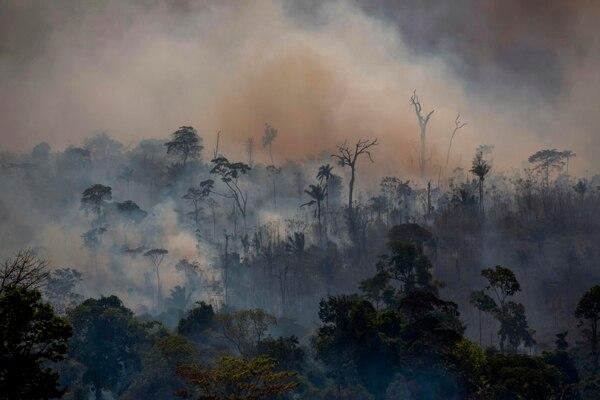 El humo de los incendios forestales se observa en Altamira, en el estado de Pará, Brasil, el 27 de agosto del 2019. Foto: AFP
