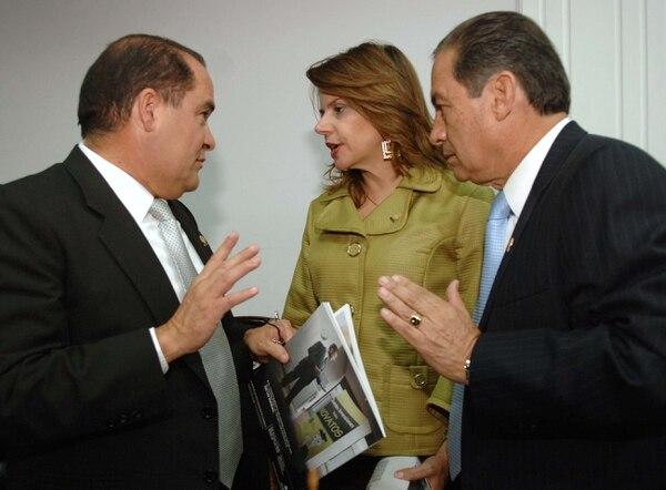Ana Helena Chacón se enfrenta políticamente a sus excompañeros de bancada del PUSC, Jorge Eduardo Sánchez (izq.) y José Luis Vásquez, quienes le cobran ser parte de la fórmula presidencial del PAC para las elecciones del 2014.