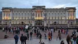 Reino Unido vigila 'muy de cerca' nueva variante de covid-19