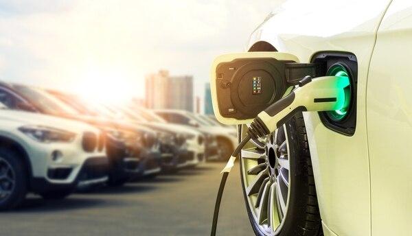 Los vehículos eléctricos ofrecen una autonomía de unos 200 kilómetros aproximadamente. Foto Shutterstock