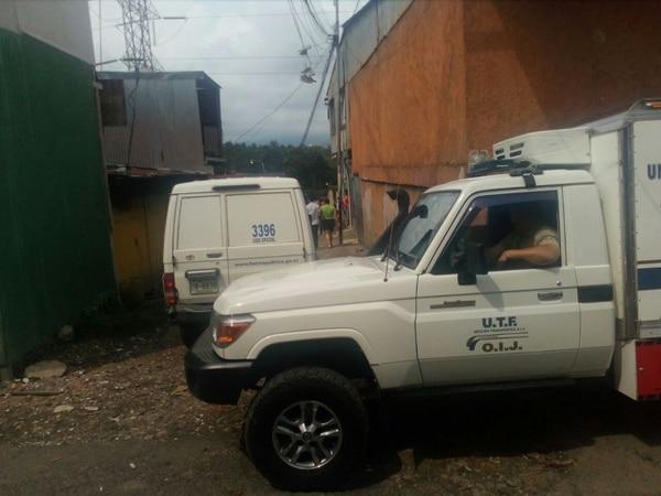 La unidad de transporte forense llegó a las 2 p. m. a La Carpio y en ella se trasladaron los restos para la Morgue Judicial.
